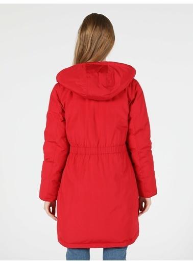 Colin's Regular Fir Kapişonlu Çok Cepli Kırmızı Kadın Kaban Kırmızı